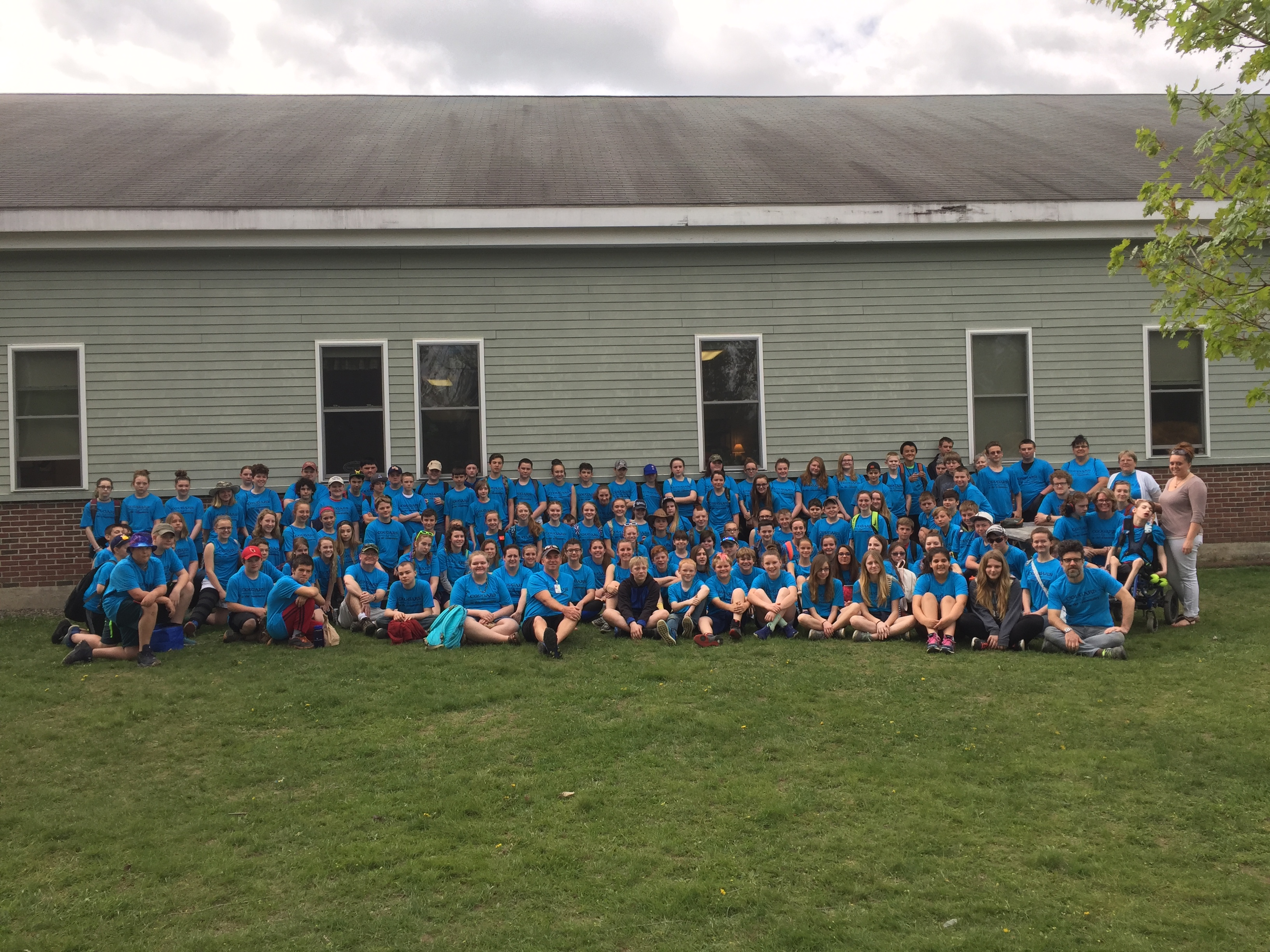 Mt Blue Middle School 7th grade class participates in Day of Caring